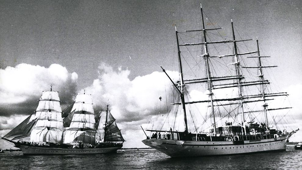 Gorch Fock (left) escorted by Sea Cloud at 790. port anniversary 1964