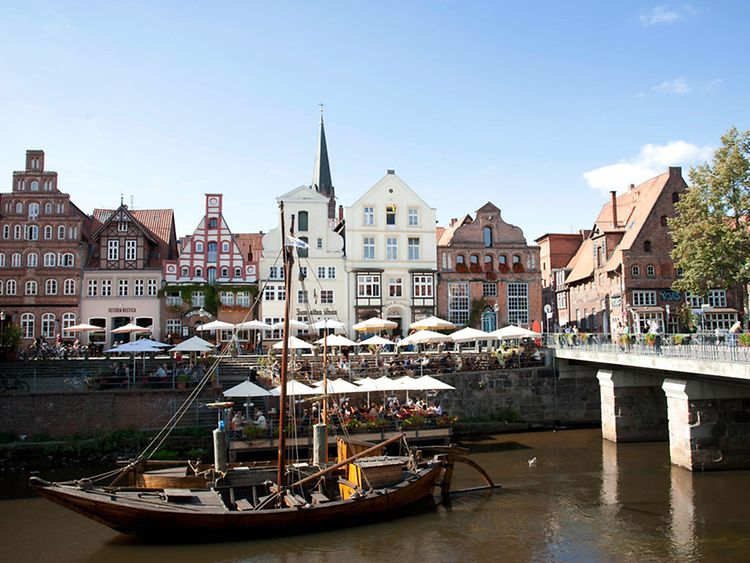 Get to know the city by joining a guided tour - run by a medieval Dutchman
