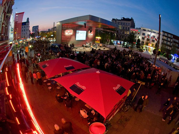 Reeperbahn, Hamburg's most popular party area