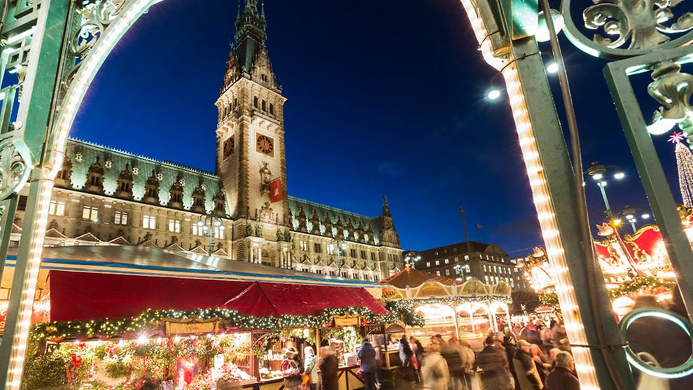 Christmas City.City Hall Christmas Market Hamburg Com