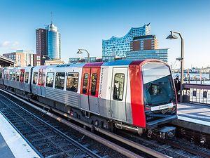 Public Transport ─ HVV Underground Trains, Ferries & Buses