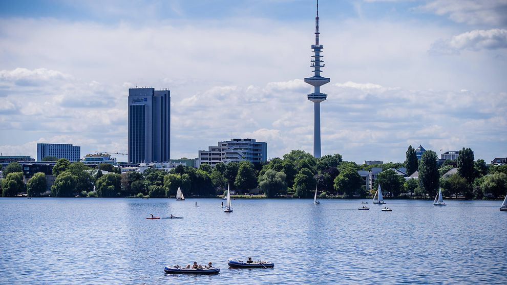 Boats on the Outer Alster lake